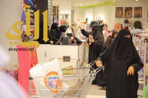 """""""سيدات أعمال""""يجددن دعمهن للعاملات سعوديات بعد تطبيق المرحله الثالثة"""