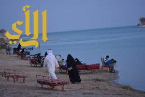 """"""" صيف وشط"""" يجمع أفراد العائلة على شواطئ الخبر"""
