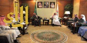 رئيس الهلال الأحمر يستقبل رئيس وأعضاء لجنة أصدقاء الهلال الأحمر بمنطقة الرياض