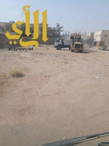 بلدية حفر الباطن ترفع 210 طن من الأنقاض ومخلفات البناء والهدم