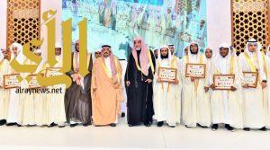 أمير الرياض يكرم الفائزين بجائزة الملك سلمان لحفظ القرآن الكريم