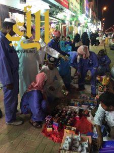 محافظة بقيق تضبط مخالفي بيع الألعاب النارية الجائلين على المتعدين على الأرصفة والطرقات