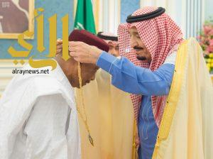 خادم الحرمين يعقد جلسة مباحثات مع رئيس النيجر