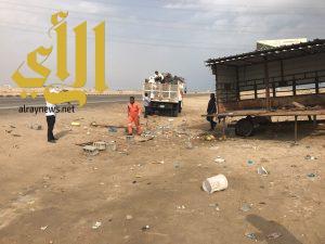 بلدية الخفجي تزيل البسطات العشوائية على الطرق السريعة
