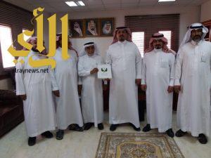 أعضاء جمعية البر والخدمات الخيرية بسبت العلايه في زيارة لسعادة محافظ بلقرن