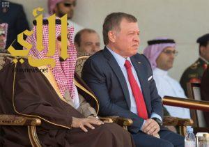 خادم الحرمين يشرف حفل العرض العسكري بمناسبة زيارته للأردن