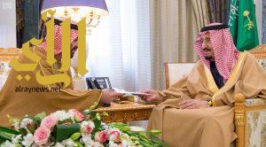 خادم الحرمين يتسلم رسالة من رئيس الإمارات
