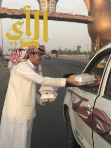 لجنة شباب محافظة وادي الدواسر تفطر المسافرين والعابرين