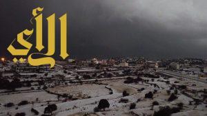 فوتوغرافي يوثق مشاهد جمال برد عسير