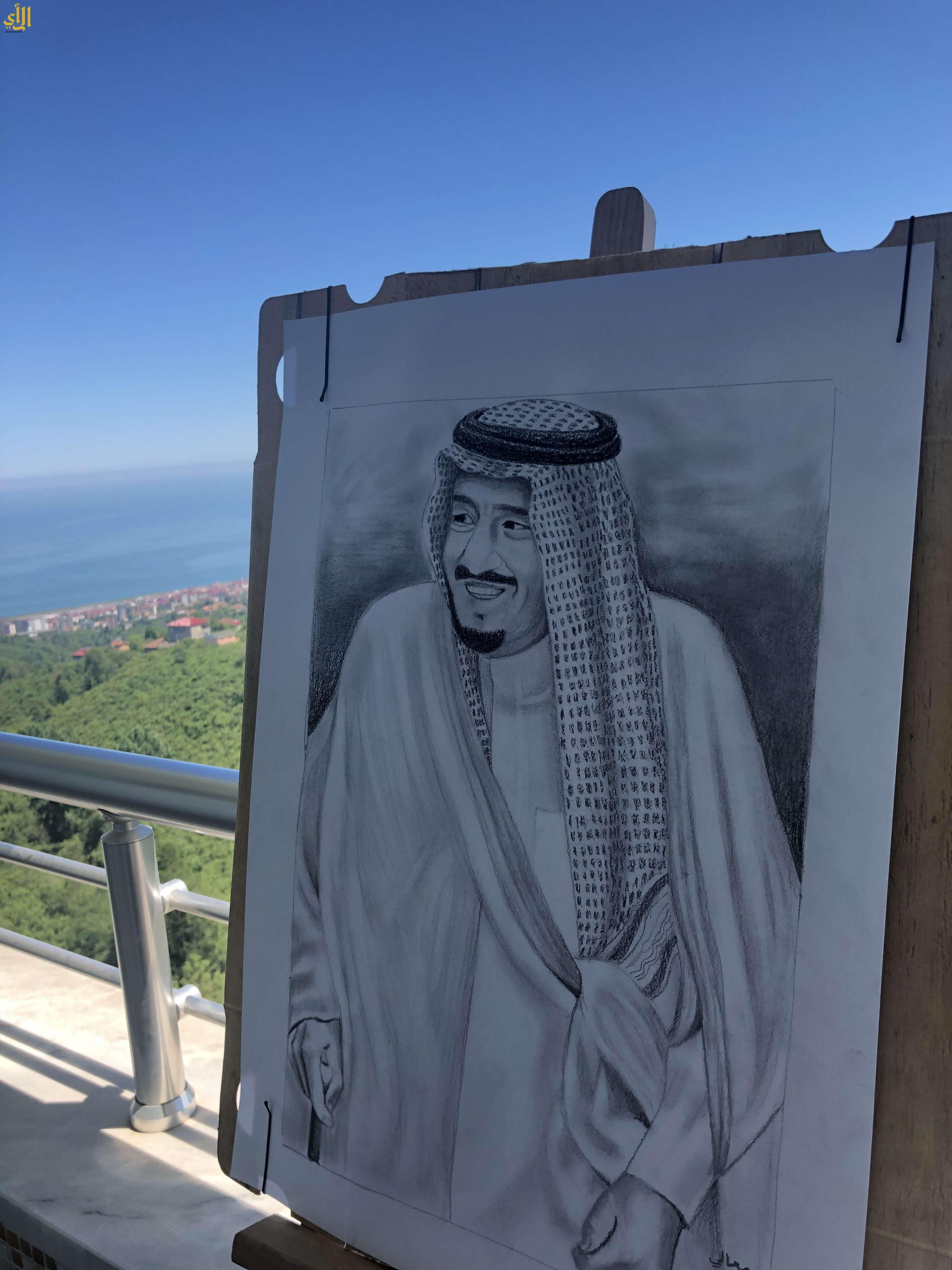 معالي العنزي تبدع في رسم لوحة فنية للملك سلمان