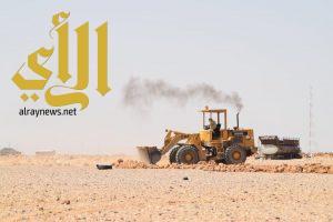 """""""بلدية القيصومة """" حملة ميدانية لازالة السواتر الترابية"""