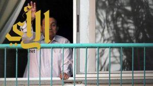 حسني مبارك يعود إلى منزله بعد إخلاء سبيله