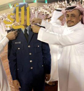 مبارك آل سوده يحتفل بتخرجه من الكلية الحربية