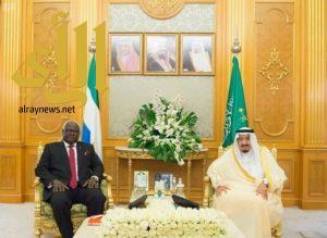 خادم الحرمين يعقد جلسة مباحثات مع رئيس سيراليون