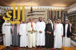 مدير مكتب التعليم بالعزيزية يزور متحف المالكي التراثي