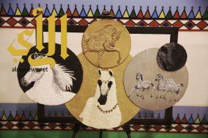 منى العمري: أذهلت زوار الجنادرية بمزج التراث العسيري بالفن المعاصر