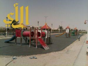 بلدية النعيرية: تركيب أرضيات مطاطية في ممشى الملك فهد ( ممشى النخيل)