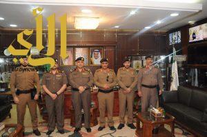 """اللواء """"قحاط"""" يكرم عدداً من ضباط الأمن العام وشرطة الجوف"""