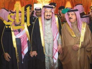 خادم الحرمين يدعو أمير الكويت وملك البحرين لحضور مهرجان الملك عبدالعزيز للإبل