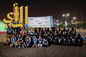 """55 متطوعا ومتطوعة ينظفون واجهة الدمام في مبادرة """"مدينتنا تستاهل """""""