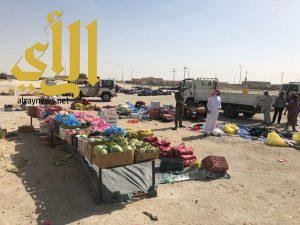 بلدية محافظة بقيق تصادر (9000) قطعة ملابس