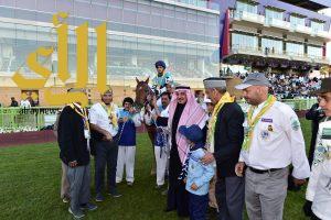 """الجواد """" شرعي """" يفوز بكأس جمعية الكشافة لسباق الخيل"""