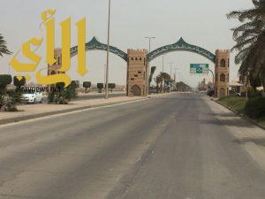 بلدية الخفجي تجمل مداخل وميادين المحافظة بعدد من أعمدة الإنارة الديكورية