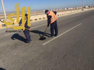 بلدية الخفجي تستكمل أعمال سفلتة الحفر بالأحياء والشوارع للمرحلة الثانية