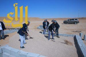 رواد كشافة المجمعة ينشؤون مصلى مؤقت في سد الجزر بجلاجل
