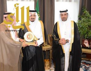 أمير منطقة عسير يكرم المستشفى السعودي الألماني بعسير