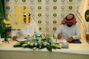 """""""الفضلي"""" يوقع عدد من عقود المشاريع الخدمية لمدينة جدة"""