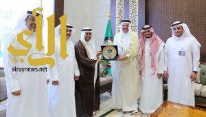 """""""الزياني"""" يكرم المنظمة العربية للهلال الأحمر والصليب الأحمر بدرع مجلس التعاون الخليجي للأعمال الإنسانية"""