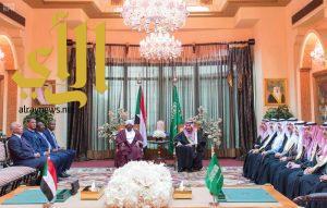 خادم الحرمين يعقد جلسة مباحثات مع الرئيس السوداني