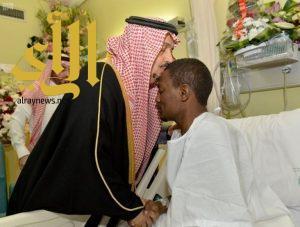 أمير الرياض يزور البطل عواجي.. ويستقبل المشاركين في عملية حي الياسمين