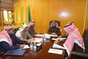 وكيل إمارة الجوف يستعرض مشاريع الطرق في المنطقة ومحافظاتها