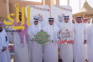 أمير القصيم يشارك جيرانه فرحة عيد الفطر بمدينة بريدة