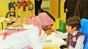 رئيس الإتحاد العربي للتنمية البشرية يزور الأطفال المعوقين بعسير
