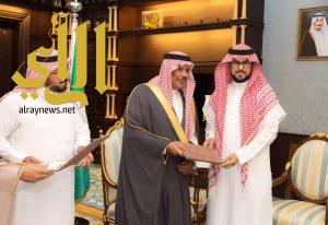 أمير منطقة الباحة يُكرم جامعة الباحة نظير مشاركتها بمهرجان الجنادرية 31