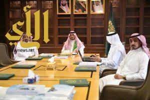 الأمير منصور بن مقرن يترأس اجتماع فريق عمل دراسات ساحل عسير