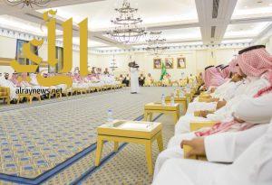 أمير القصيم يستقبل موظفي الإمارة ويبادلهم التهاني بعيد الفطر المبارك