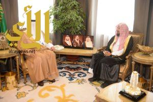 أمير عسير يستقبل الشيخ الشثري
