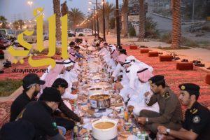 بمشاركة محافظ بلجرشي جمعية البر تقيم مائدة افطارنا امن