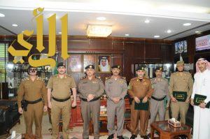 مدير شرطة الجوف يكرم مجموعة من افراد شؤون الامن بشرطة المنطقة