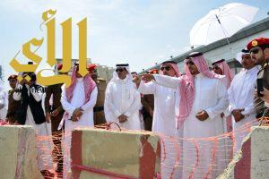 منصور بن مقرن يتفقد مشاريع درء مخاطر السيول بمدينة أبها