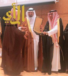 أمير نجران يكرم الغرفة التجارية في يوم المهنة