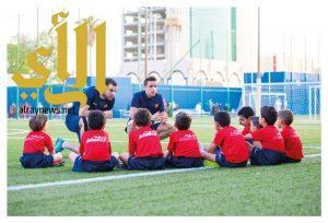 """مدرسة برشلونة تنطلق بتعلم مهارات نجوم """"البارسا"""""""