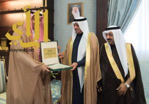 الأمير حسام بن سعود يتسلم التقرير السنوي لأنشطة الغرفة التجارية