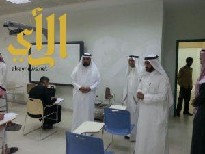 مدير الجامعة يطمئن على سير الاختبارات في كلية الآداب والعلوم الإنسانية بالمدينة الجامعة