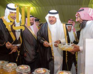 الأمير مشاري بن سعود يدشن النسخة الخامسة من مهرجان الموز والكادي بقرية ذي عين الأثرية