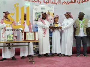 تكريم الطالب الفائز بالمركز الأول في مسابقة السلام والتعاون المدرسية 2017